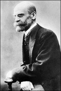 Žymus sociologas Emile Durkheimas korporatyvizmo ištakas aptinka jau antikoje.