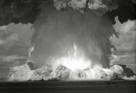 Teisingo karo teorija jokiu atveju nepateisina atominio ginklo naudojimo.