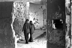 Karo nusiaubtų vietų lankymas rizikuojant gyvybe - postmoderni turizmo forma.