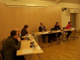 Diskusijos dalyviai. (Iš kairės) Vladimiras Laučius, Bronislovas Genzelis, Indrė Makaraitytė, Romualdas Ozolas, Vytautas Radžvilas ir Rasa Juknevičienė.