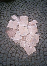 """Paminklas """"Baltajai Rožei"""" (priešais Ludwigo Maximilliano universitetą) Miunchene"""