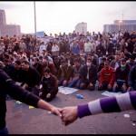 Krikščionys saugo vakarinę musulmonų maldą Tahriro aikštėje, 2011 m. lapkričio 21 d.