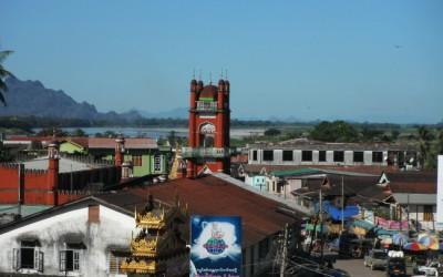 Hpa-an, Kajinų (Karenų) valstijos sostinės, centro panorama su mečete